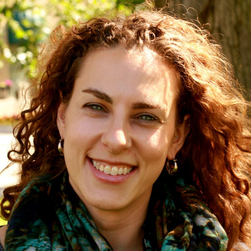 Therapist Elizabeth Tschoegl, LICSW